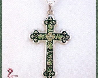Green cross pendant with chain, enamelled
