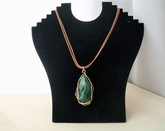 Leather necklace with malachite pendant, malachite leather pendant, boho leather malachite necklace