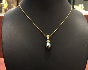 Drop-Shaped Tahitian Pearl & Diamond Pendant in 18K Yellow Gold + Chain