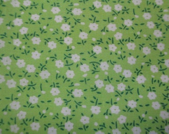 1 piece of green fabric has flowers 20x25cm 100% cotton