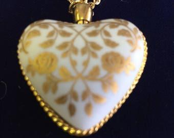 1979 Kaiser Porcelain Heart Necklace