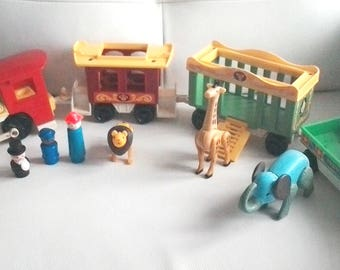 Vintage 1970's Fisher Price Little People complete CIRCUS TRAIN  #991 with animals and 3 little people