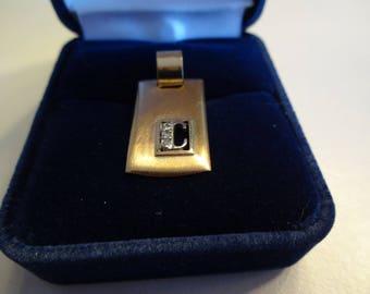 Pendentif  Or jaune 10 K avec initiale C & diamants ***Expédition gratuite au Canada**Free shipping in Canada**Cadeau idéal