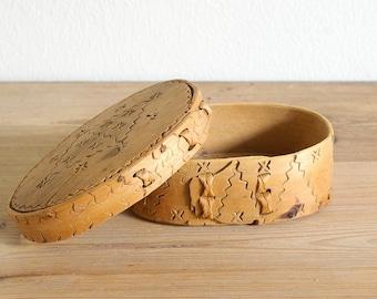 Vintage antique wooden storage pantry box Swedish.Scandinavian box.Bent wood box Oval lid.Finger lap joints braids.Wood burning.Pyrography