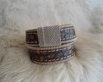 Double stitched leather bracelet : ZIPPLEA