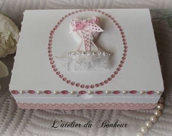 treasure chest jewelry or secret pink and white