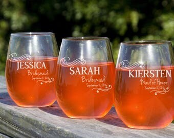 Bridal Party Gift, 16 Personalized Wine Glasses, Wedding Toasting Glasses, Custom Red Wine Glass, Gift for Bridesmaids, 12oz Glasses