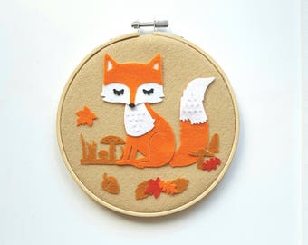 Decorative Fox in autumn, round frame setting