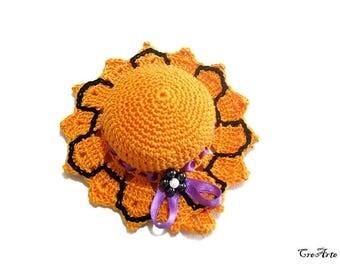 Orange Halloween crochet hat pincushion, cappellino puntaspilli arancione per Halloween all'uncinetto