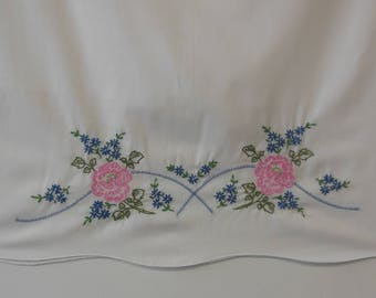 Set of 2 Vintage Embroidered Pillowcases from the 1970s