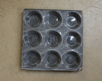 1930s Gray Enamel Muffin Tin / 1930s Gray Graniteware