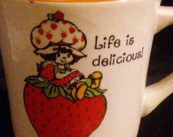 Vintage 1980s STRAWBERRY Shortcake Ceramic Mug!!! Like NEW Condition!