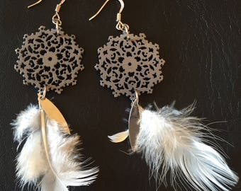Earrings prints wooden dark grey and beige feathers