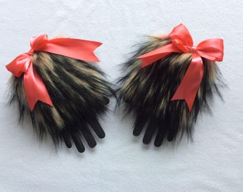 Amour Kitten Play Faux Fur Cuffs