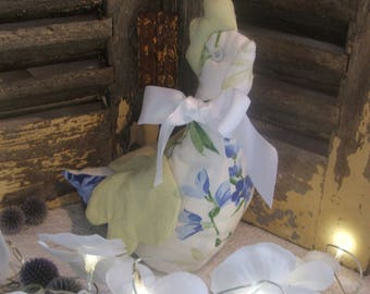 "shabby chic chicken, ""Hortense"" received blue and green"
