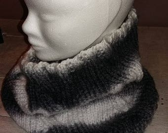 Snood, cowl cable gray and white