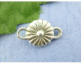 Set of 5 Metal Silver aged round flower connectors