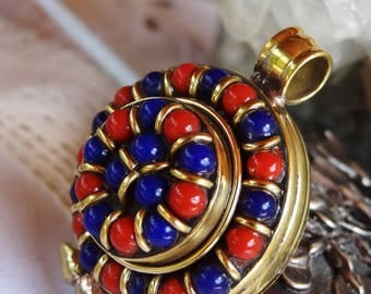 Case Nepalese lapis lazuli coral metal gold - gift idea