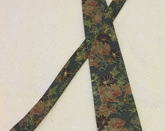 Vintage 1970s Wembley Polyester Flowered Necktie