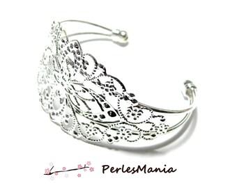"1 bracelet holder ""watermark"" bright silver colored metal"