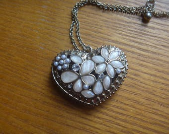 gold tone heart pendant necklace with pearlescent and diamante stones