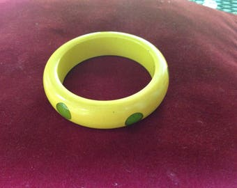 Vintage  yellow & green dot Bakelite bangle bracelet