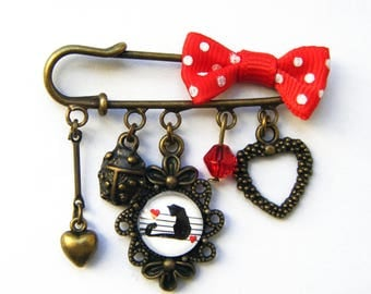 Brooch pin black cat on scope of music