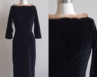Velvet Winter Dress / Black Velvet Fur Collar Dress / 1960s 60s Vintage Black Long Sleeved Dress