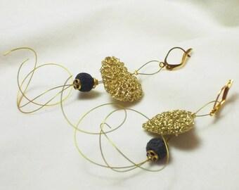 Boucles d'oreilles avec coeur en bronze et de lave