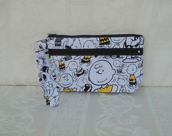 Charlie Brown, Wristlet, Cell phone Bag, Zippered pocket, handbag, clutch bag, black and white, fabric bag, coin pouch, mini purse