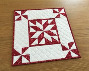 Star Table Topper, Quilted Table Runner, Christmas Wall Hanging, Holiday Table Topper, Scandi Red Table Centrepiece, Patchwork Table Mat