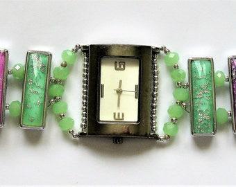 WA31 – Ladies green and pale pink bracelet watch