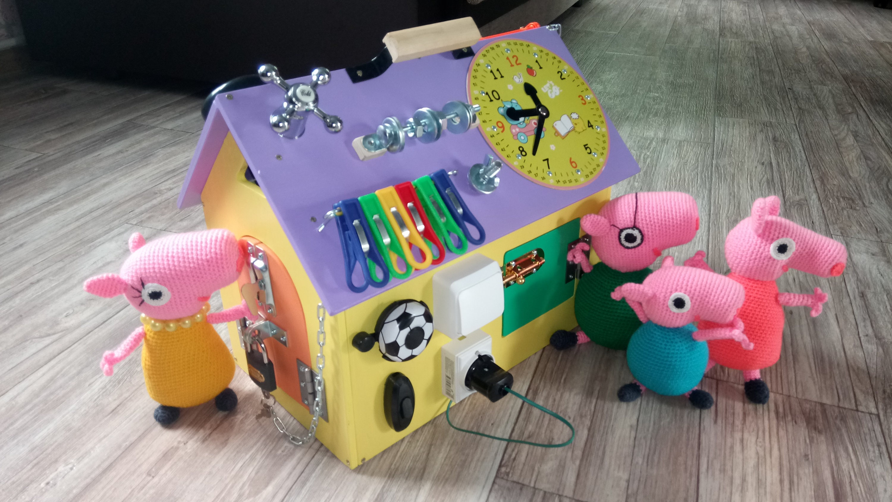 Busy boards Busy house Peppa Pig activity board sensory