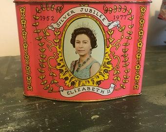 Vintage queen elizabeth silver jubilee tin