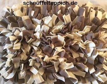 Sniffer carpet taupe / surface cream 50 x 50 cm