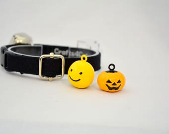 Black or white cat collar with bell: yellow smiling face or pumpkin Pie - Halloween cat collar with non- or breakaway buckle