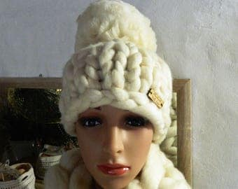 Creamy White Merino Chunky Hat. Hand Knit Hat. Winter Womens Hat. Thick Wool Beanie. Oversize Pom Pom Hat. Gift for Her Valentine's day gift