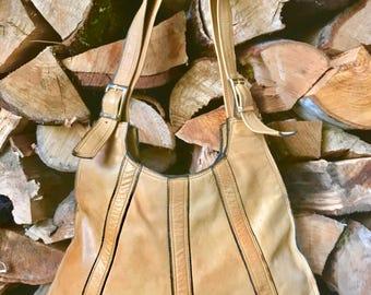 Honey-colored vintage 70s shoulder bag