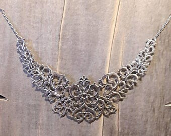 Beautiful Vintage Style Statement Necklace