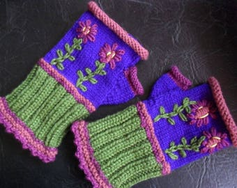 soft wool mittens, colorful and beautifully embroidered