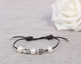 Leather pearl bracelet, Pearl leather bracelet, Pearl bracelet, Leather bracelet, White pearl bracelet, Birthday Gift, Skull Bracelet
