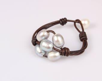 Leather pearl bracelet, Pearl leather bracelet, Freshwater pearl jewelry, Leather bracelet, Silver pearl bracelet, Bridesmaid pearl bracelet