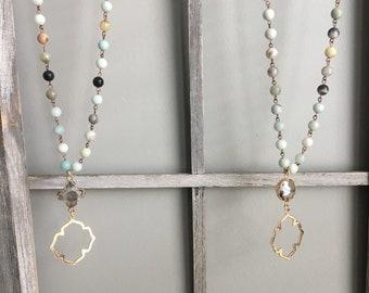 Clover Pendant Bead Necklace
