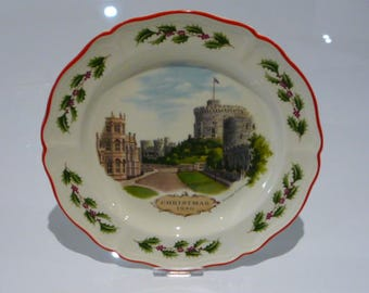 Wedgwood Christmas 1980 Windsor Castle Queen's Ware China Plate
