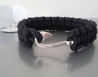 reversible Paracord Bracelet with black hook clasp