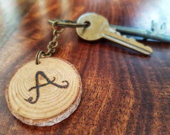 Initial keyring, log slice, letter burned on wood slice, pyrography, custom keychain, wooden keyring, valentine's day gift, gift for him