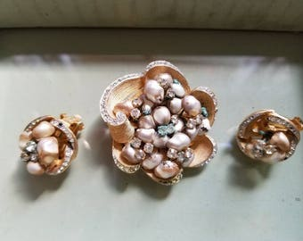 Vintage Flower Brooch Set