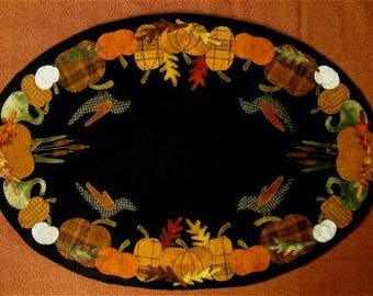 Primitive Wool Pumpkin Tablemat Pattern - by Primitive Gatherings - Autumn's Glory 18.5 x 27""