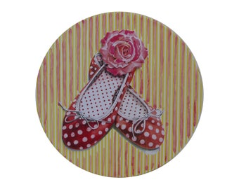 Round Hat box with the picture of ballerinas on the lid