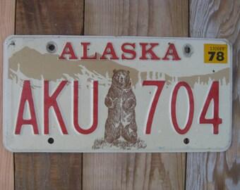 1970s ALASKA Grizzly Kodiak Bear Vehicle Auto License Plate Tag